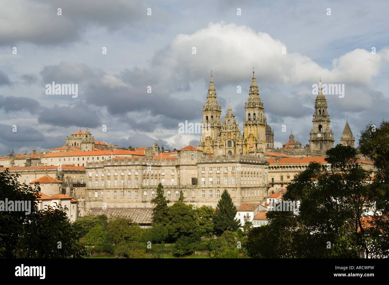 Santiago Cathedral with the Palace of Raxoi in foreground, Santiago de Compostela, Galicia, Spain, Europe - Stock Image