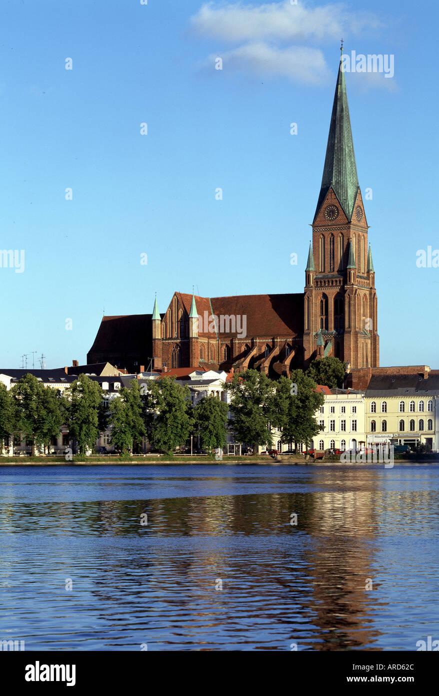 Schwerin, Dom, Blick über den Pfaffenteich Stock Photo