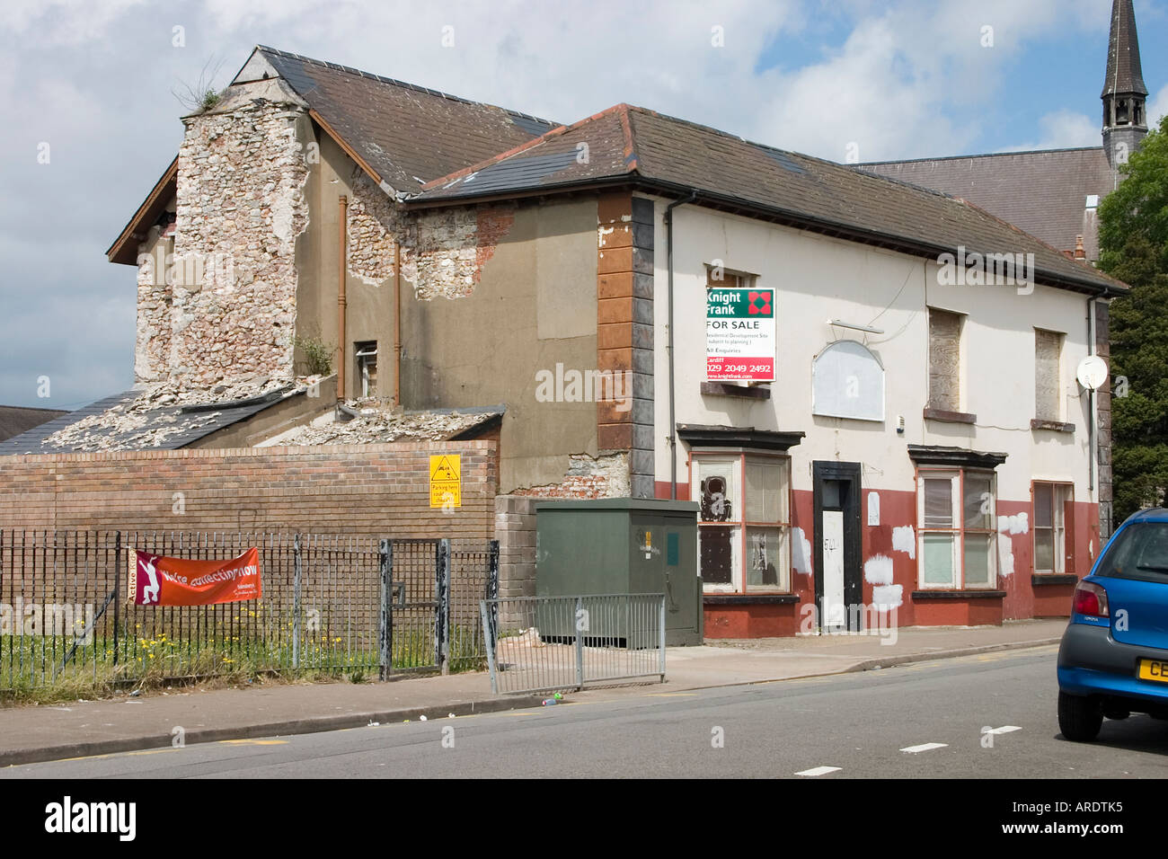 The Great Eastern public house Adamsdown Cardiff closed and fallen into disrepair - Stock Image