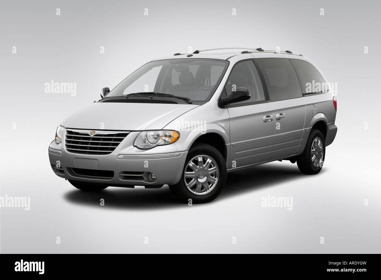 2006 chrysler town country limited in silver front angle view stock photo 16024824 alamy. Black Bedroom Furniture Sets. Home Design Ideas