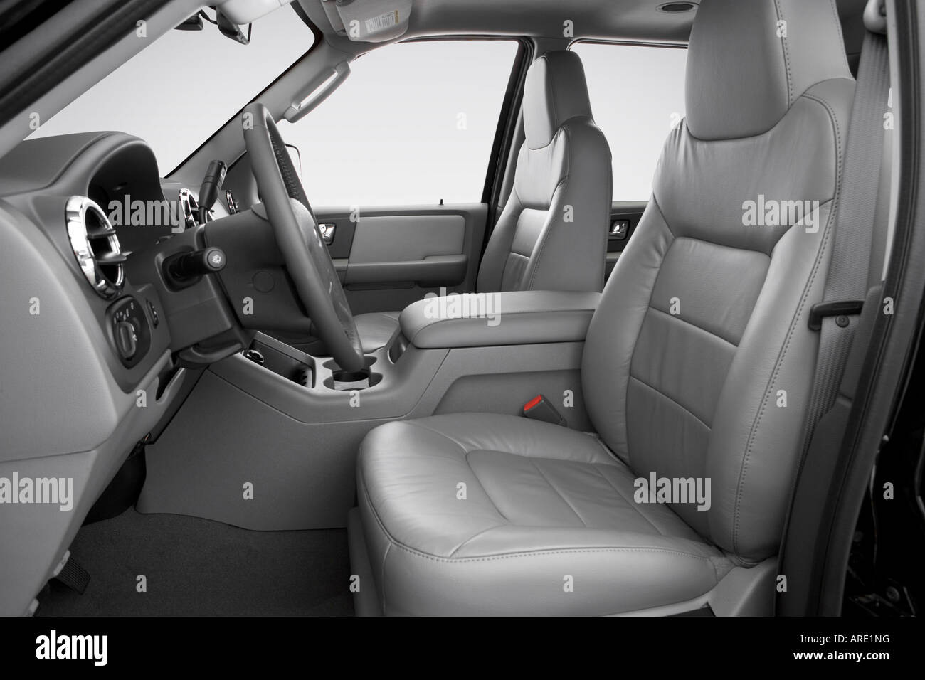 Ford Expedition Xlt Sport In Black Front Seats