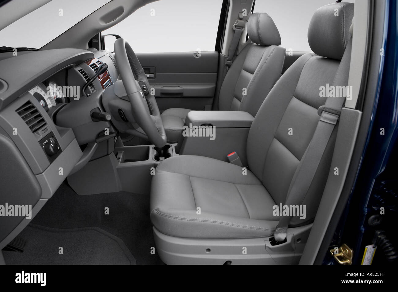 Terrific 2006 Dodge Durango Slt In Blue Front Seats Stock Photo Frankydiablos Diy Chair Ideas Frankydiabloscom