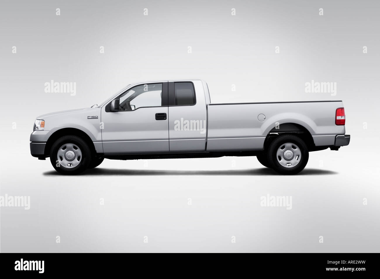 2006 ford f 150 xlt in silver drivers side profile