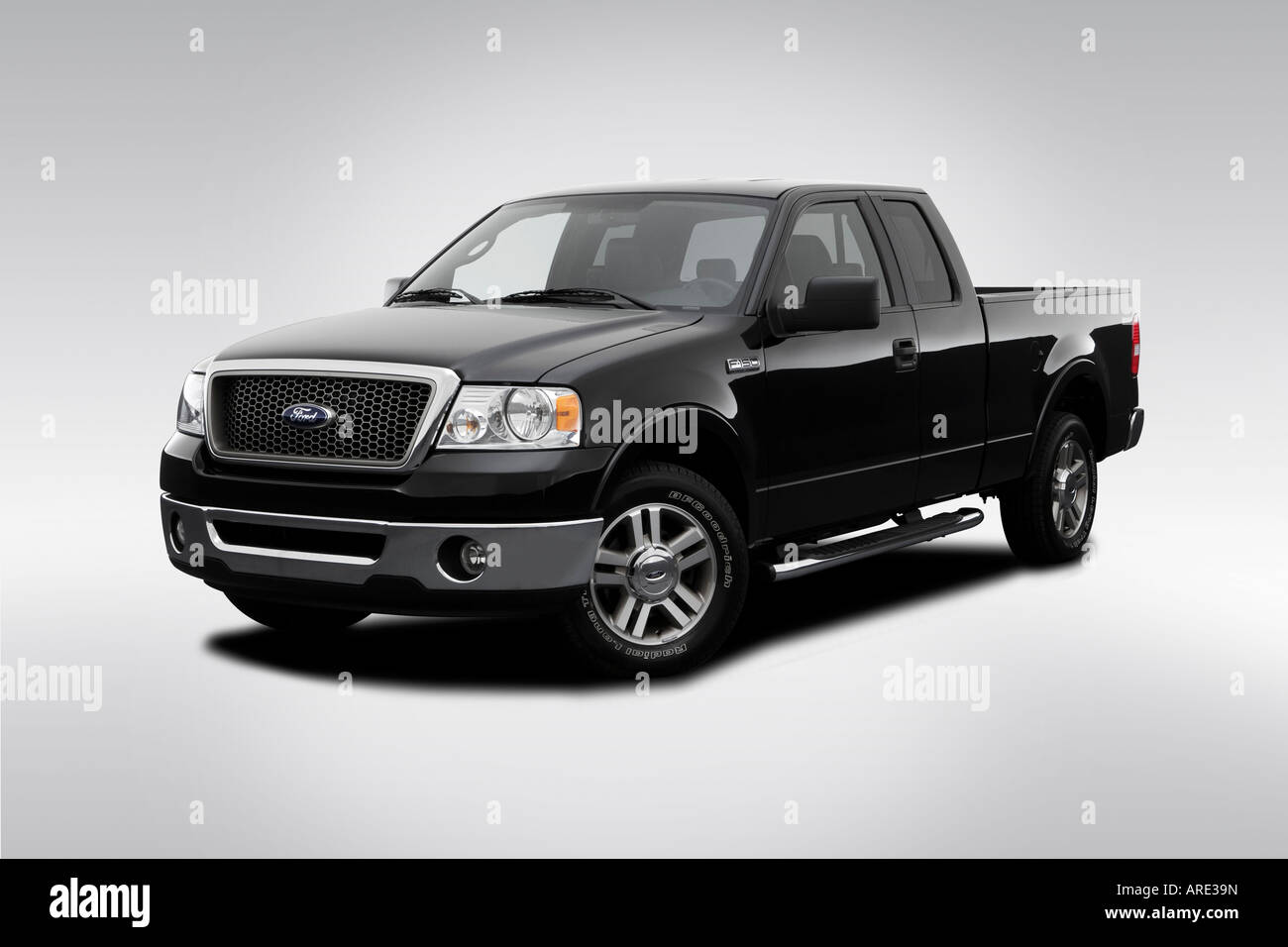 2006 ford f 150 lariat in black front angle view