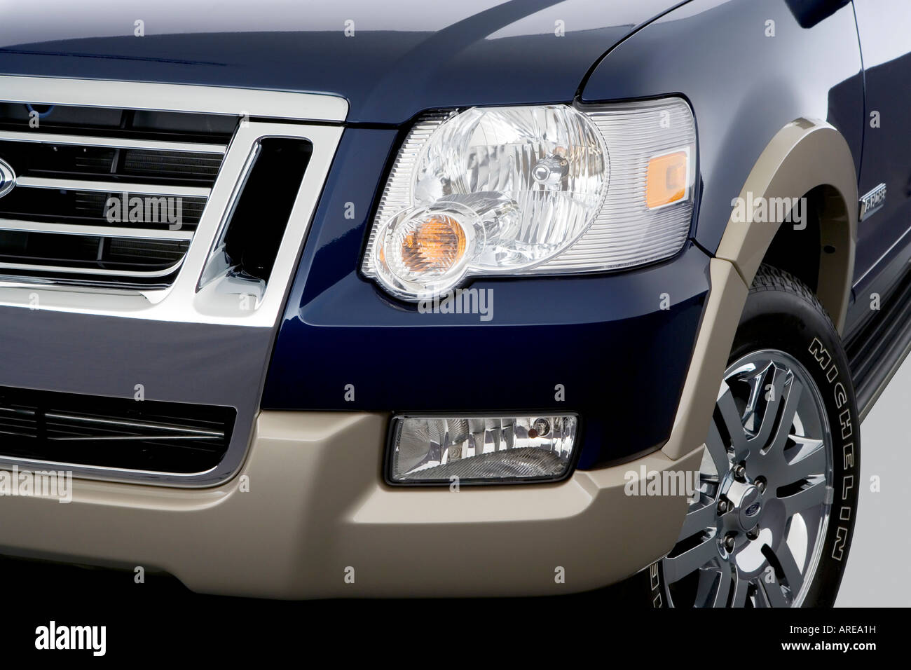 2006 ford explorer eddie bauer in blue headlight