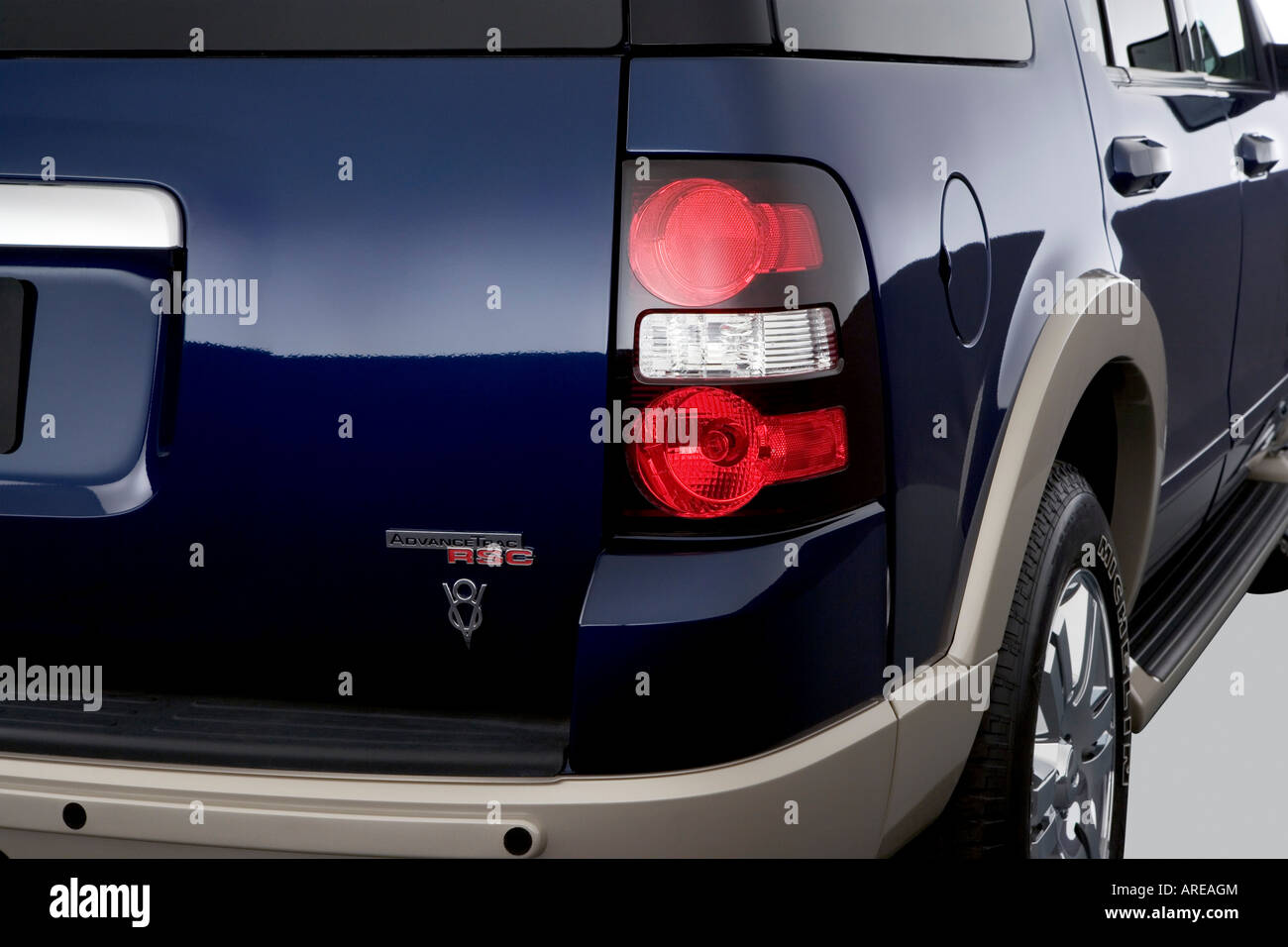 2006 Ford Explorer Eddie Bauer in Blue - Tail light