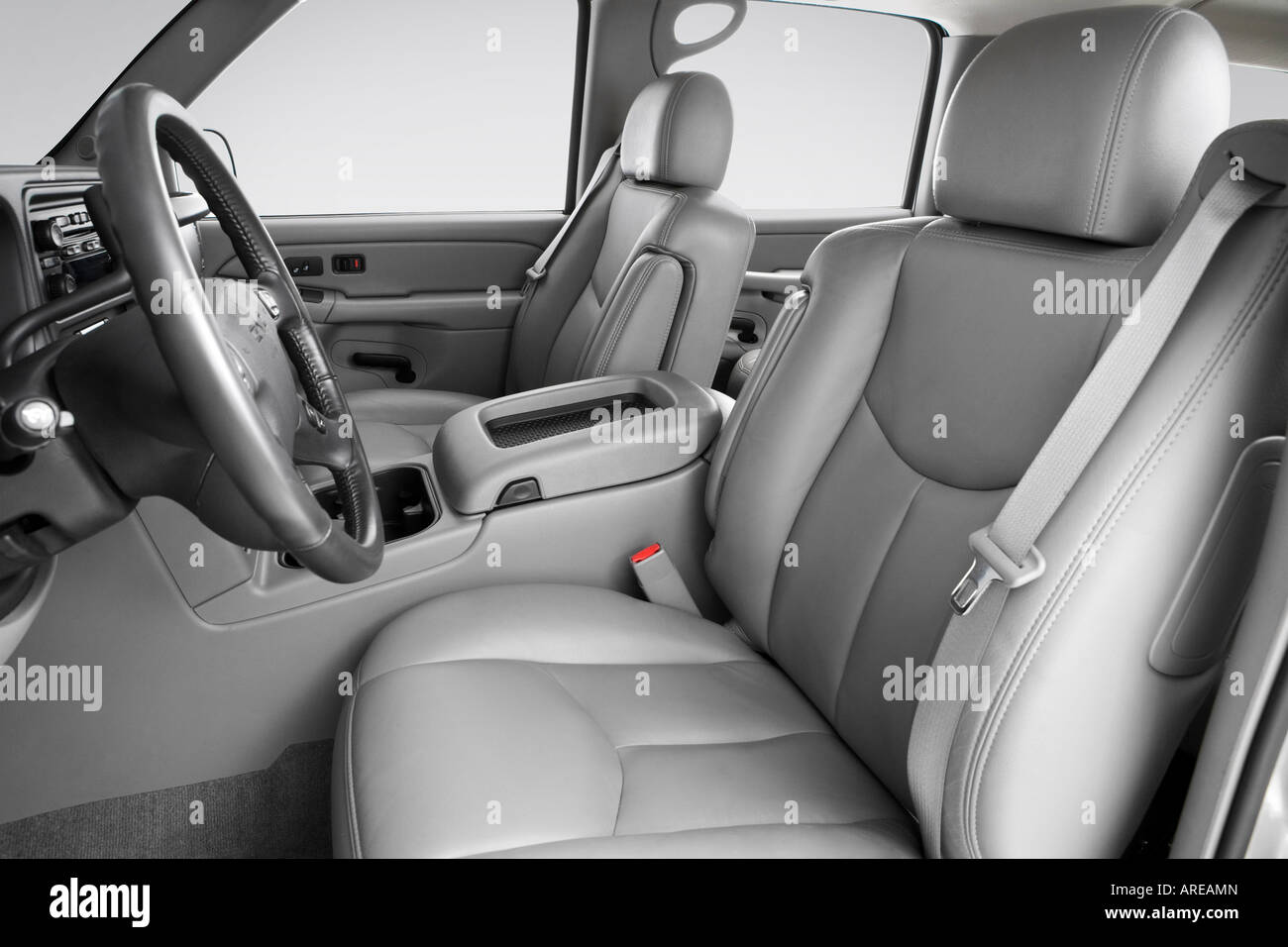 2005 gmc yukon xl 1500 sle in silver front seats stock photo rh alamy com 2006 Yukon XL 2006 Yukon XL