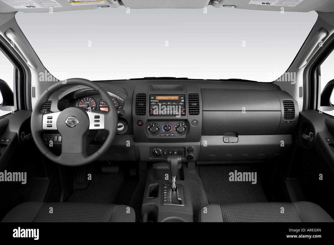 2006 Nissan Xterra Off Road In Silver Dashboard Center Console Stock Photo Alamy