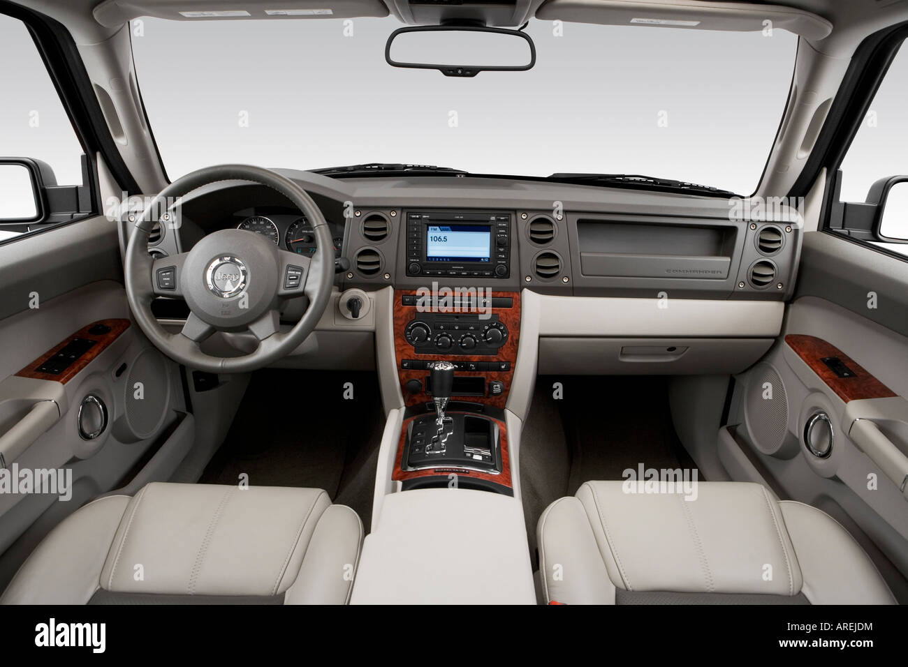 2006 Jeep Commander Limited in Beige - Dashboard, center console