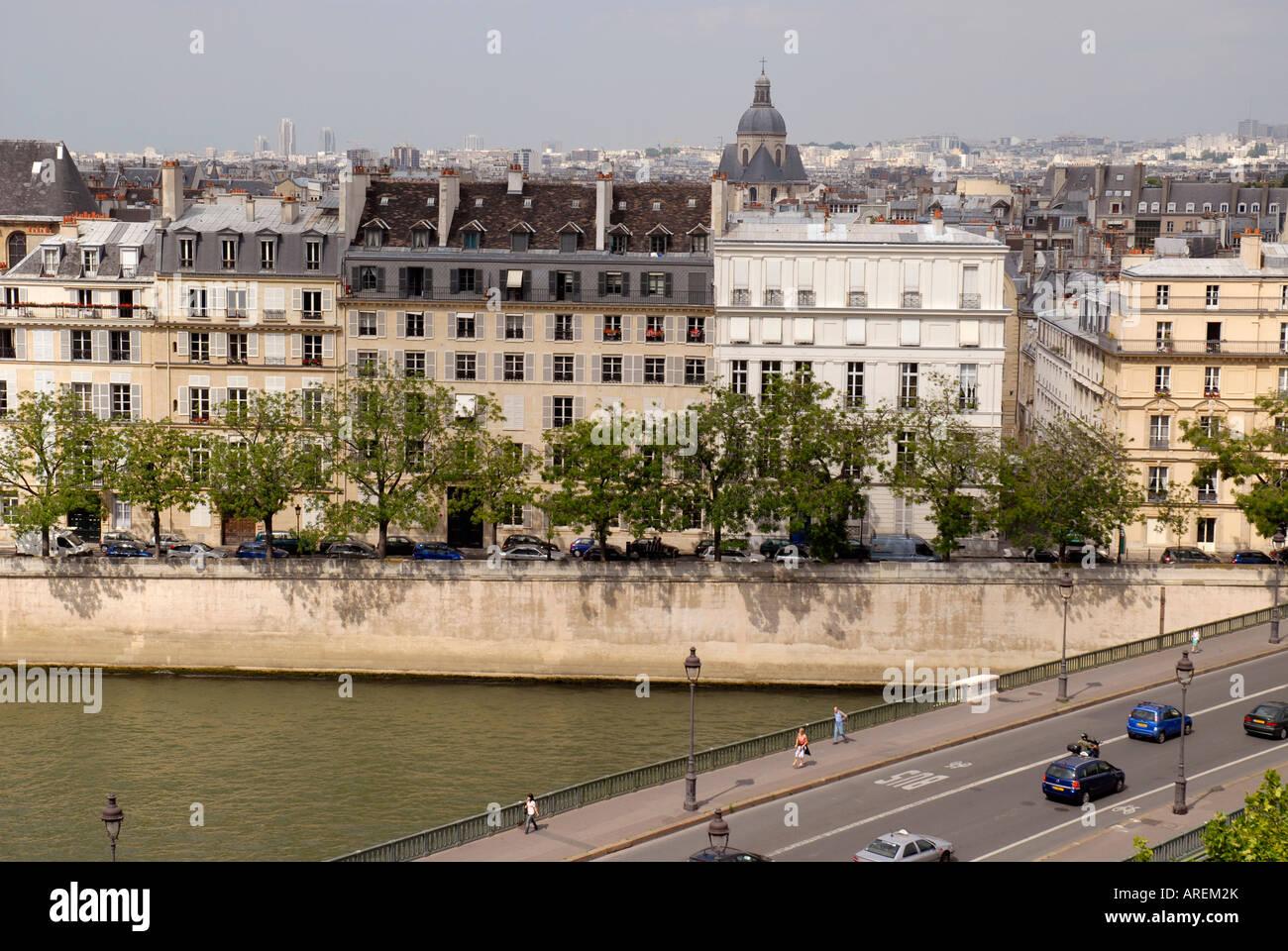Ile Saint Louis island Seine river Pont de Sully bridge Old Paris France - Stock Image