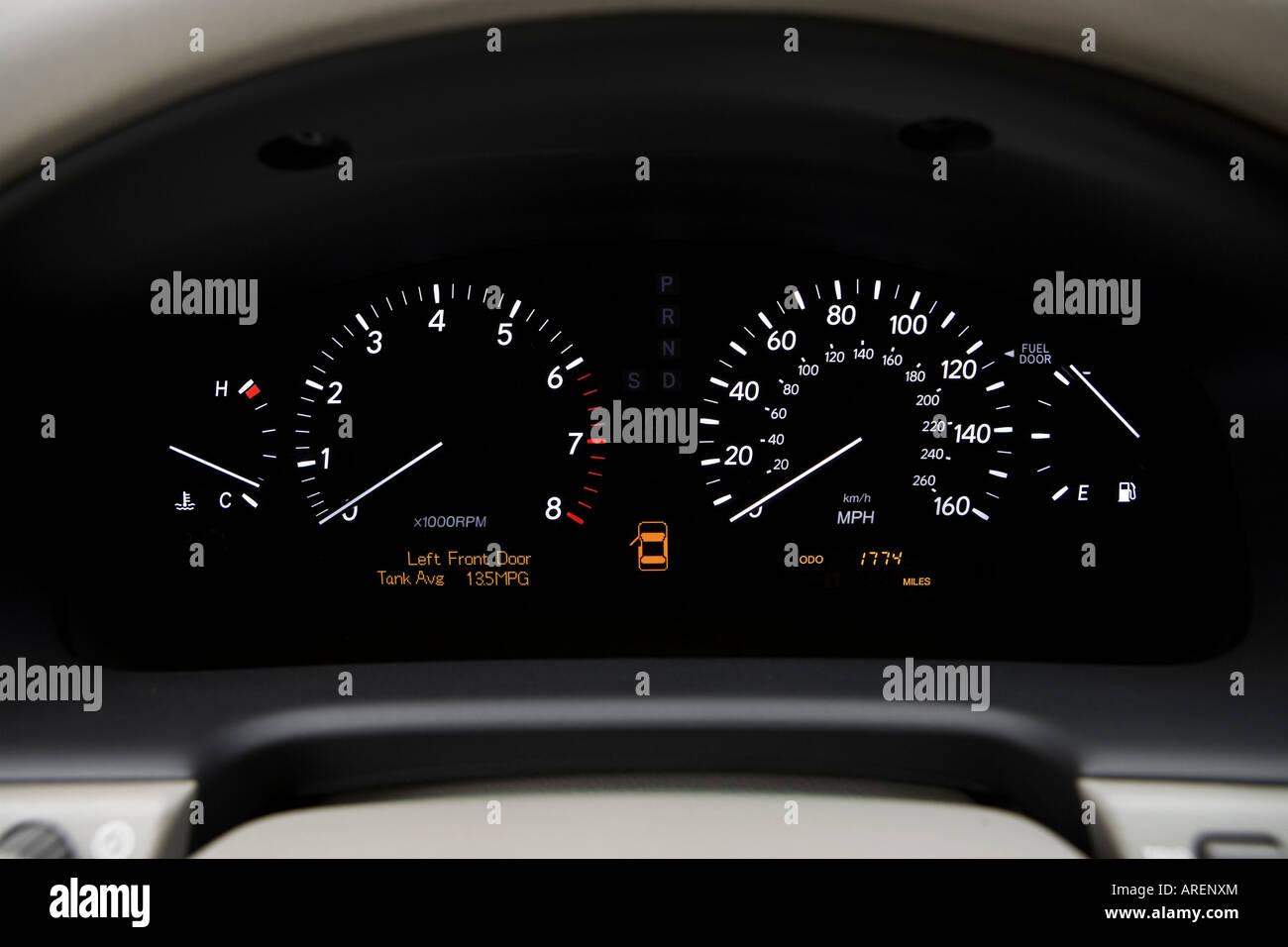 Lexus Ls 430 Stock Photos & Lexus Ls 430 Stock Images - Alamy