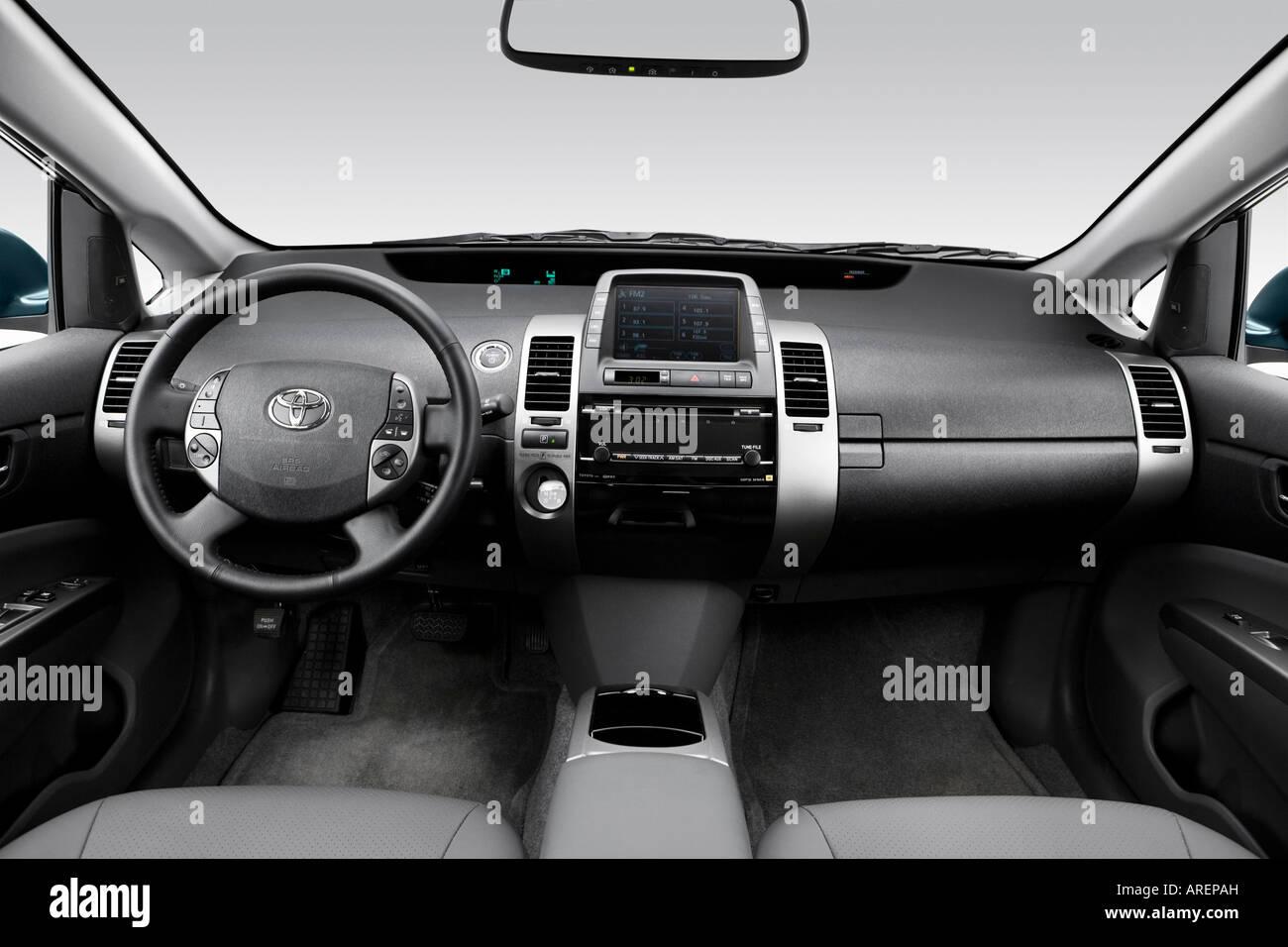 2006 Toyota Prius Hybrid in Blue - Dashboard, center console, gear ...