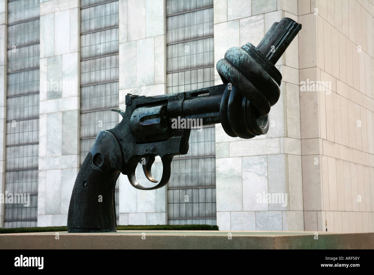 United Nations NonViolence Gun Sculpture a replica of the same scuplture to be found in Cape Town - Stock Image