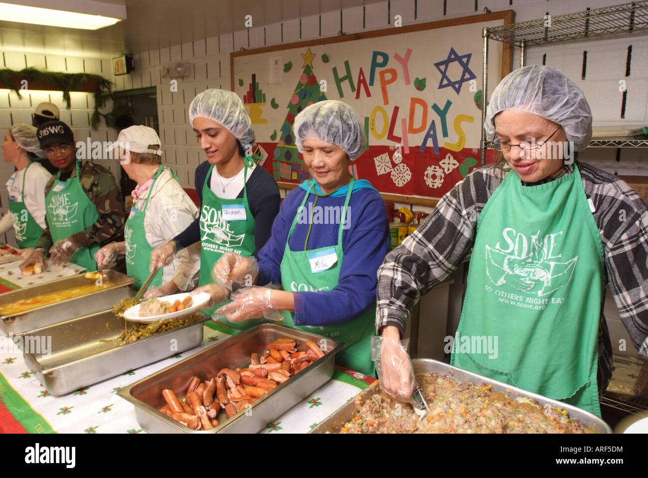 Usa Washington Dc Community Volunteers At A Soup Kitchen Stock Photo Rh  Alamy Com Soup Kitchens In Coeur Du0027alene Soup Kitchens In Dc Metro Area