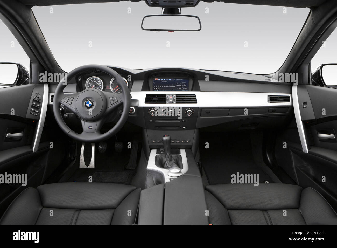 2007 BMW M5 in Black - Dashboard, center console, gear shifter view ...