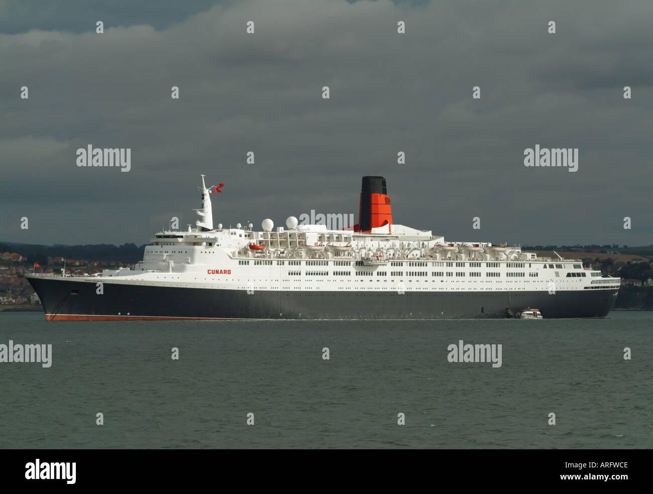 The Cunard cruise liner Queen Elizabeth 2 at South Queensferry, Edinburgh, Scotland, UK - Stock Image