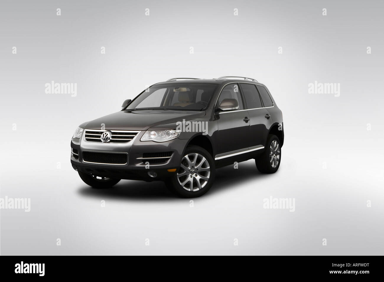 Touareg 2 Stock Photos Images Alamy V8 Engine Diagram 2008 Volkswagen In Gray Front Angle View Image