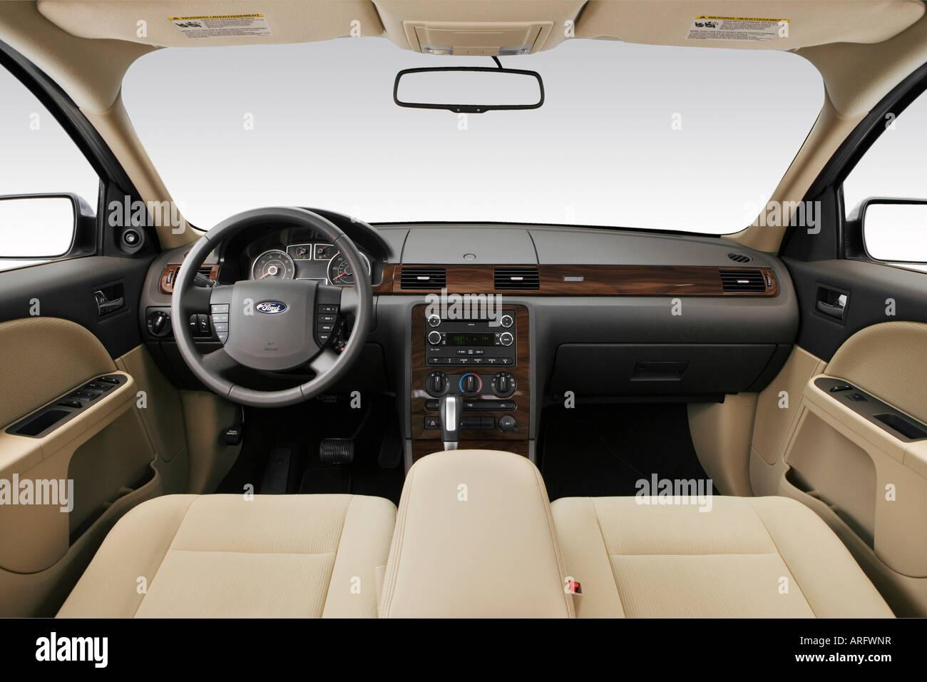 https://c8.alamy.com/comp/ARFWNR/2008-ford-taurus-sel-in-blue-dashboard-center-console-gear-shifter-ARFWNR.jpg