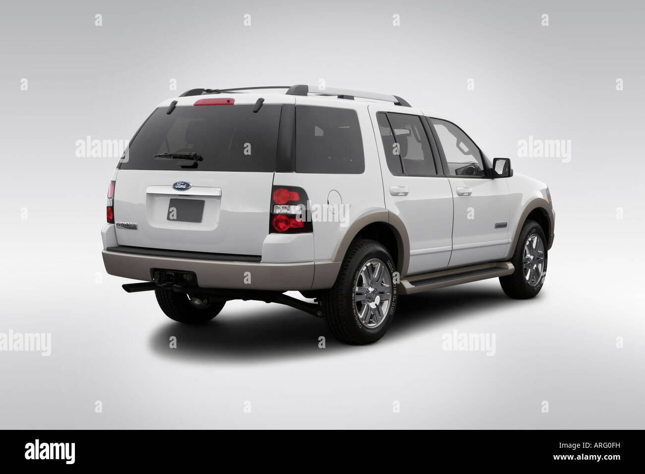 2007 ford explorer eddie bauer in white rear angle view