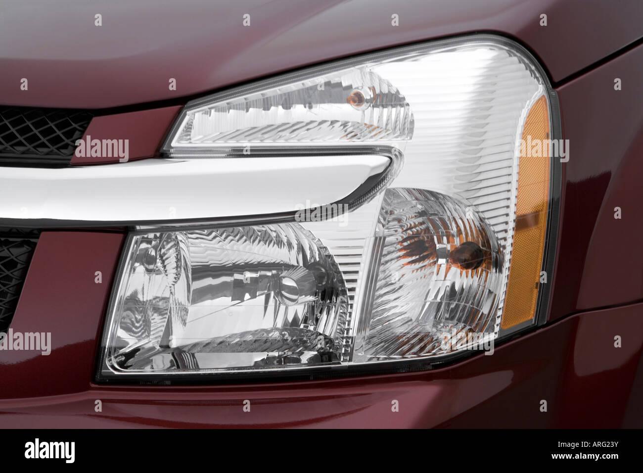 2007 Chevrolet Equinox Lt In Red Headlight Stock Photo Alamy