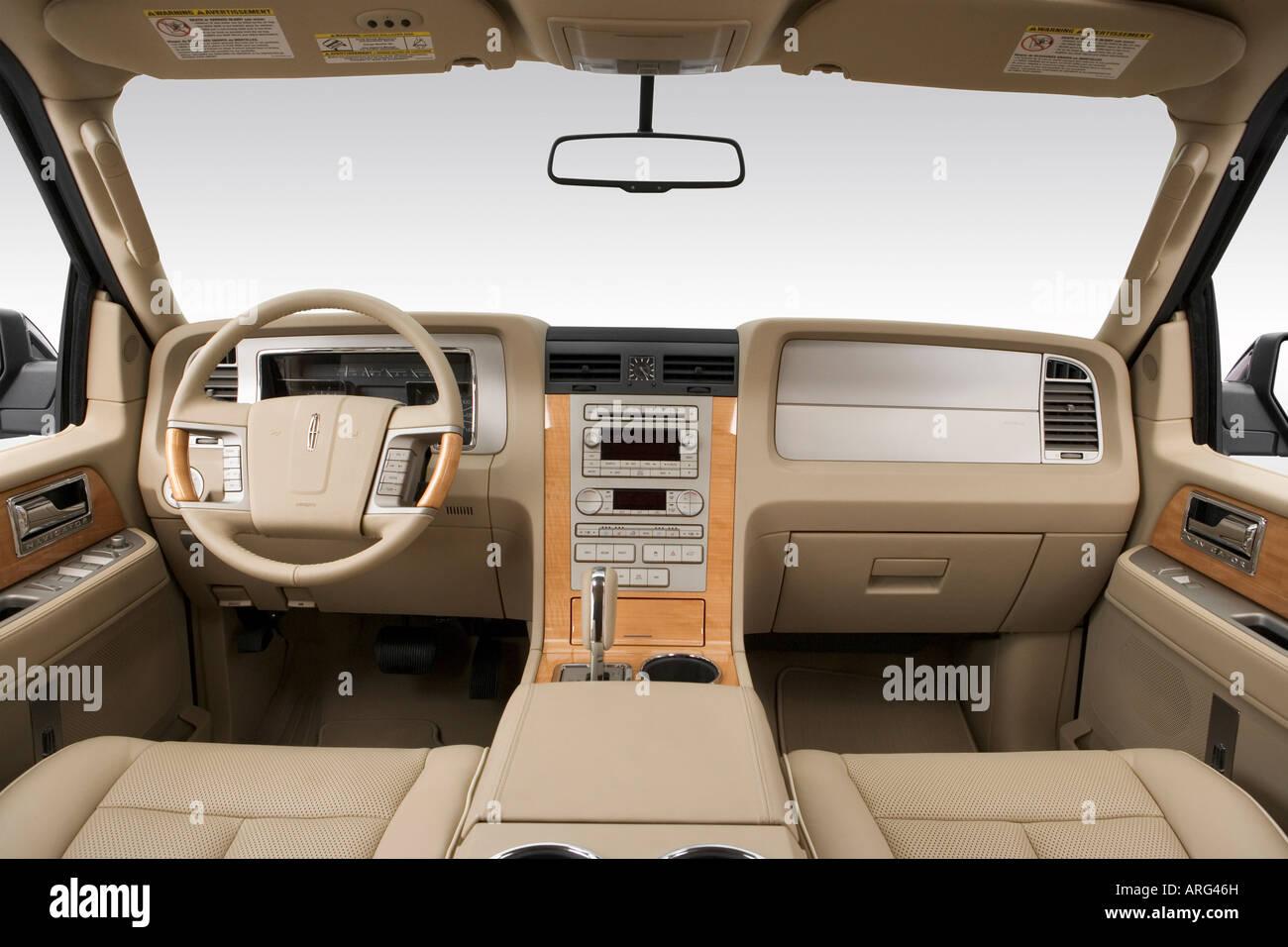 2007 Lincoln Navigator Ultimate in Black - Dashboard, center console ...
