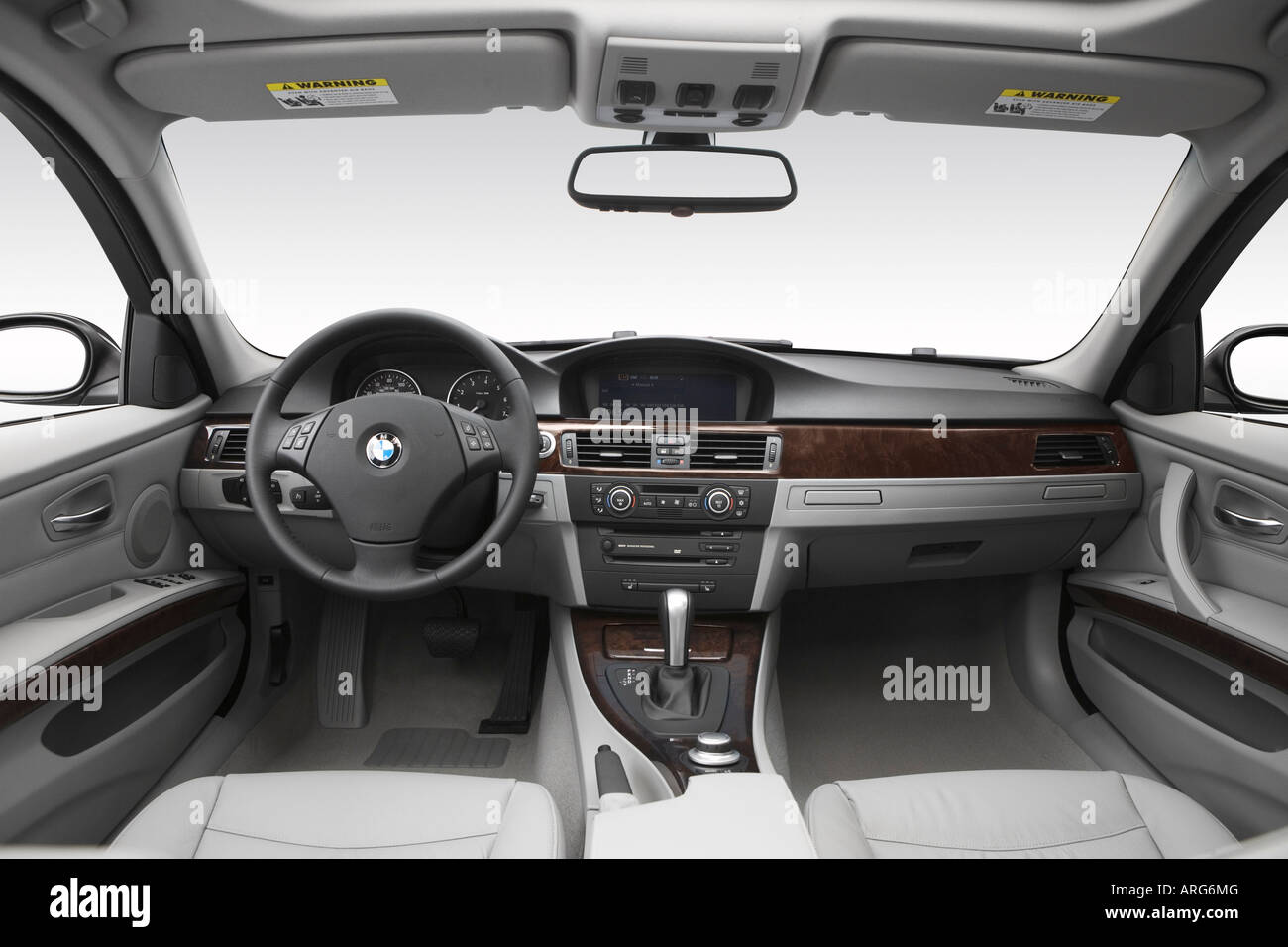 2007 Bmw 3 Series 328i In Gray Dashboard Center Console Gear Stock Photo Alamy