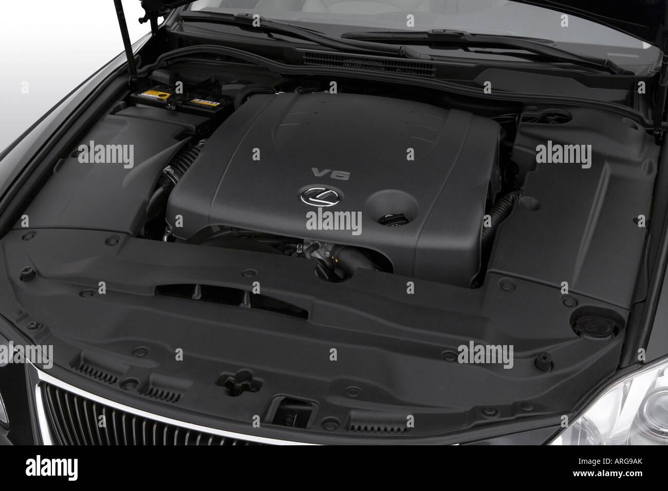 2007 lexus is 250 in black - engine stock photo: 16046922 - alamy