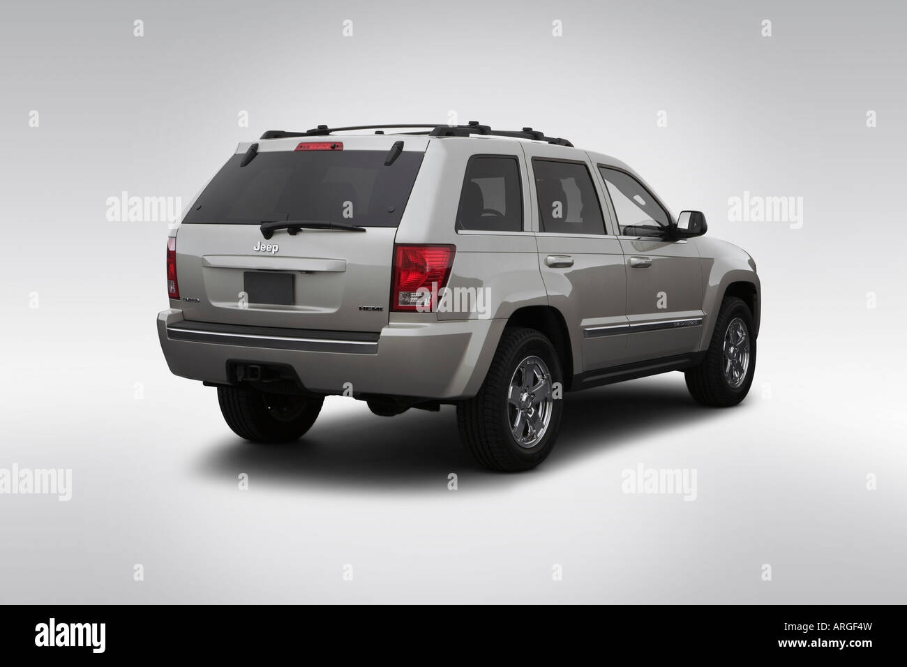 2007 Jeep Grand Cherokee Limited In Gray Rear Angle View Stock Photo Alamy