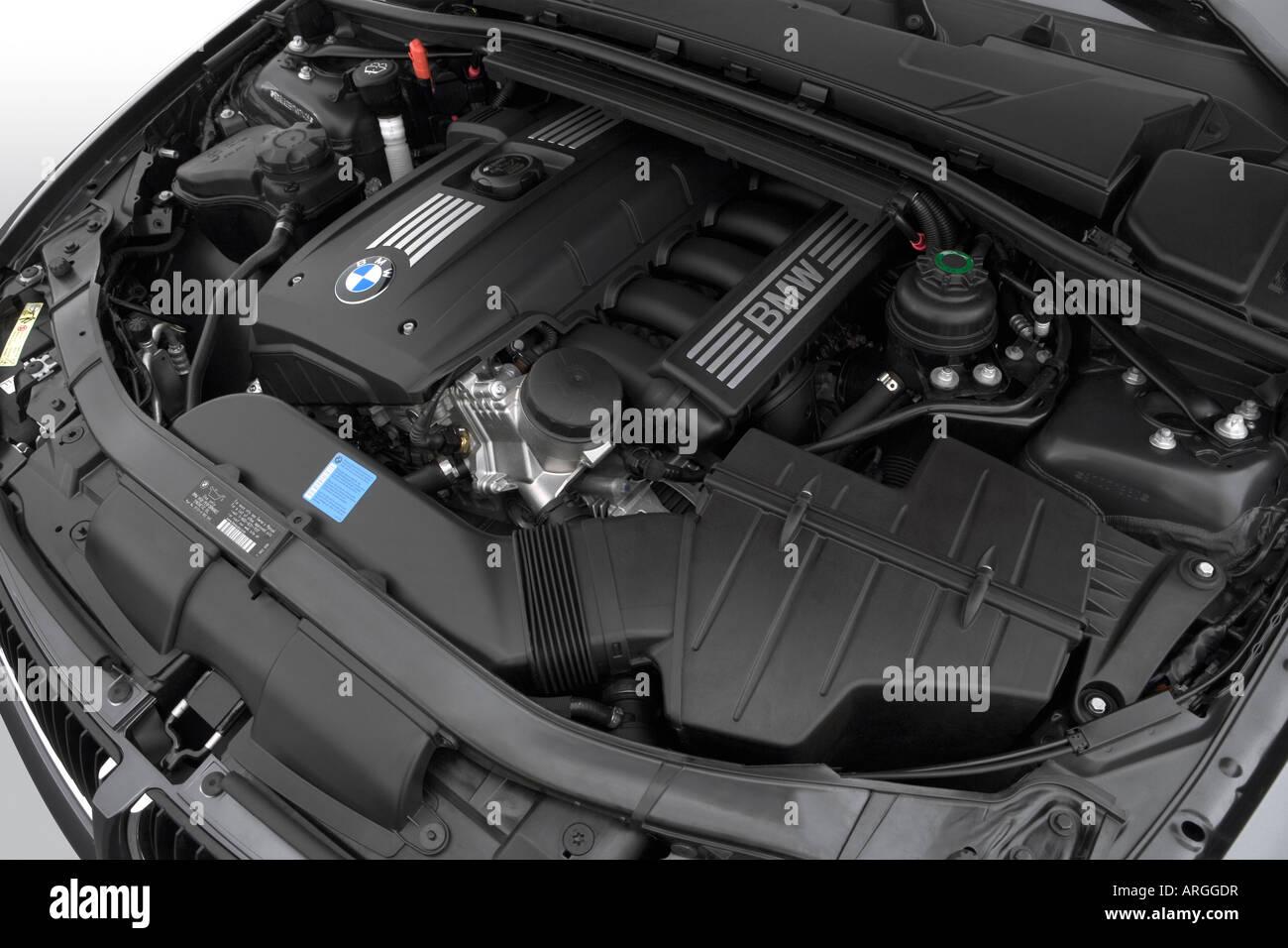 2007 BMW 3-series 328i in Gray - Engine Stock Photo: 16049314 - Alamy