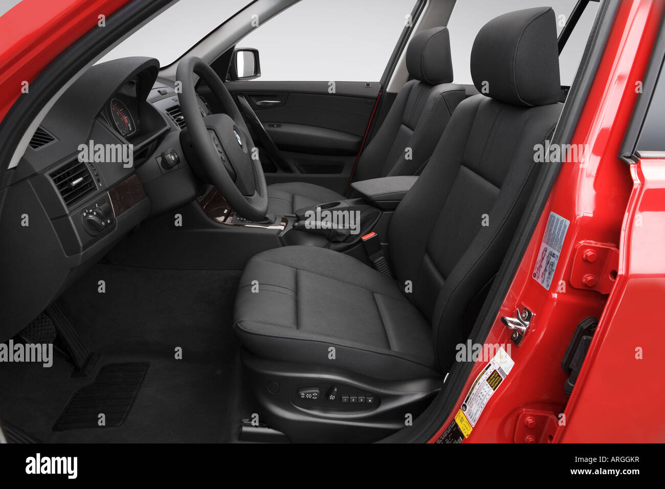 2007 Bmw X3 3 0si In Red Front Seats Stock Photo Alamy