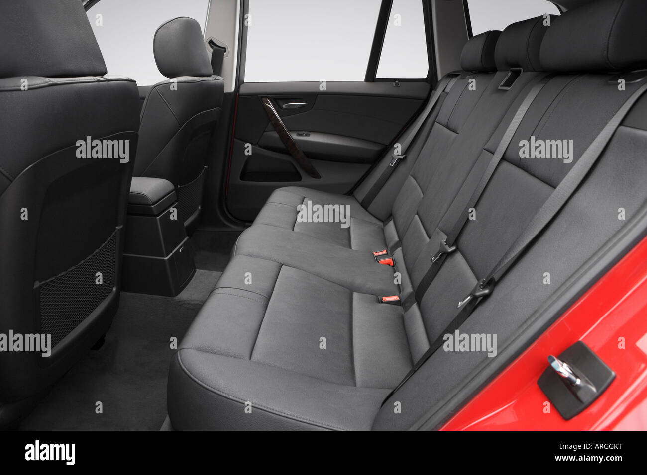 2007 Bmw X3 3 0si In Red Rear Seats Stock Photo Alamy