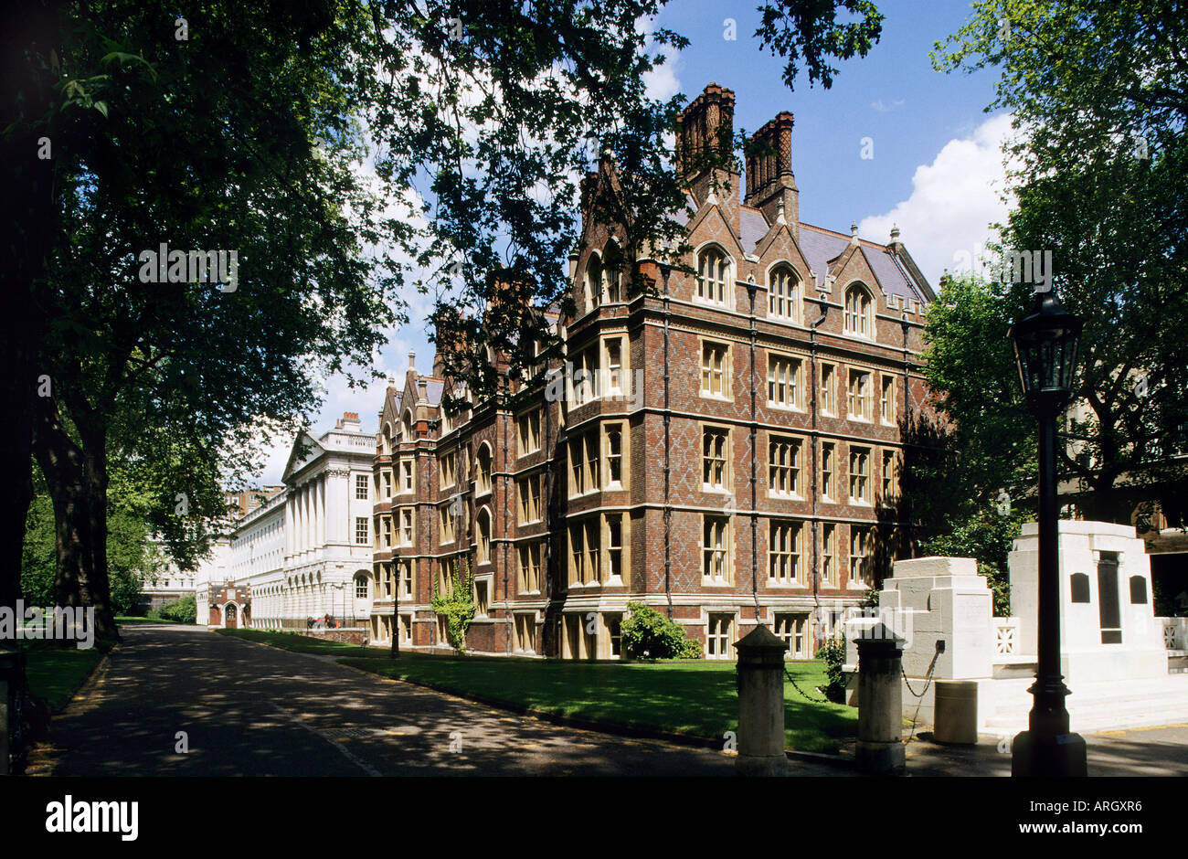 Lincoln s Inn is one of the four Inns of Court established in the 14th century to provide accommodation for lawyers and their students Chancery Lane London - Stock Image