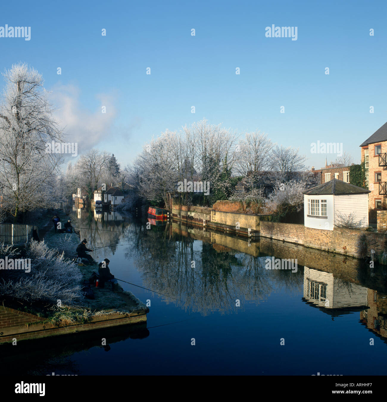 River Lea on a frosty winter morning, Ware, Hertfordshire, England, United Kingdom - Stock Image