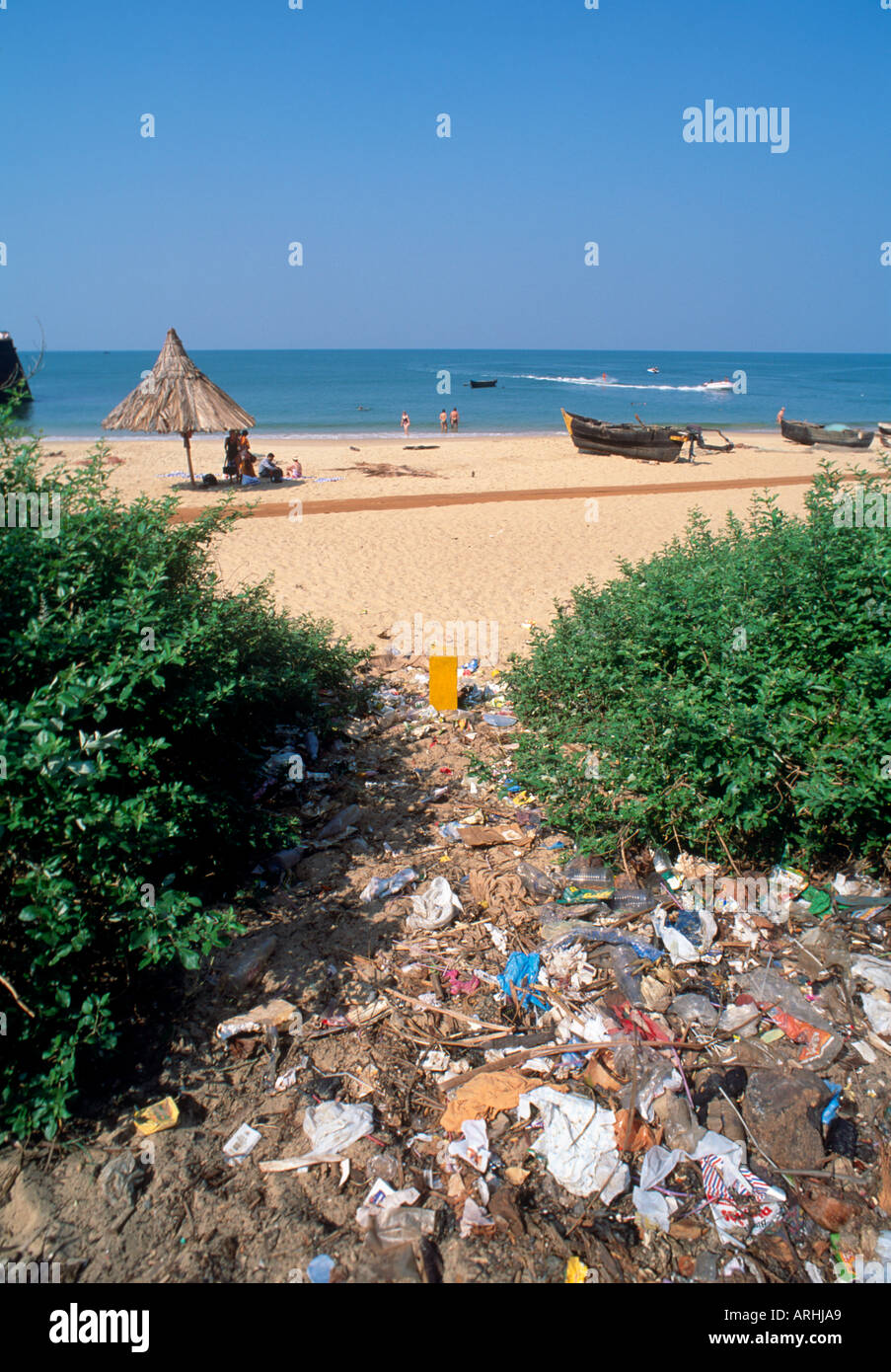 Typical dumping of rubbish, Aguada Beach, North Goa, India - Stock Image