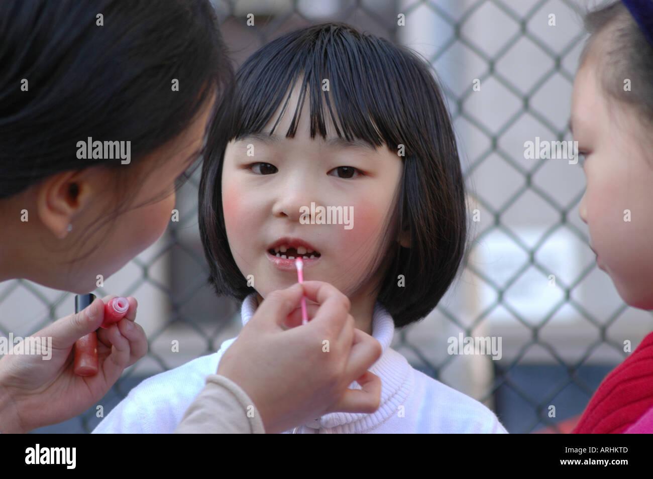 asian-girl-make-up