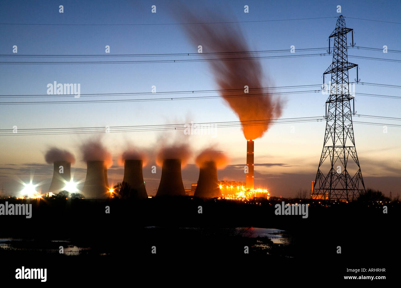 Cottam Power Station at Night on River Trent England - Stock Image