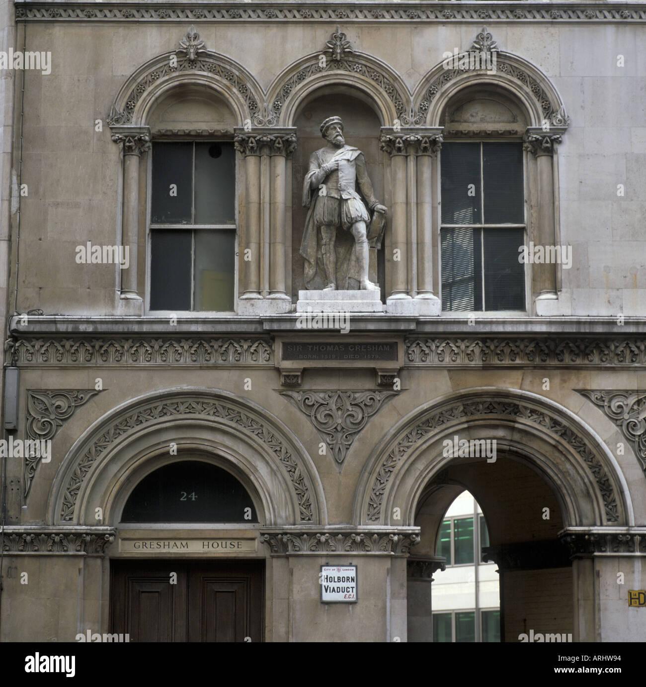 Statue of Sir Thomas Gresham Holborn Viaduct London England - Stock Image