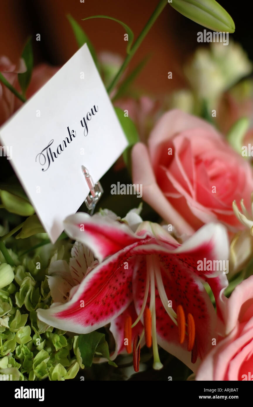 Thank you note on bouquet of flowers Stock Photo: 16066415 - Alamy