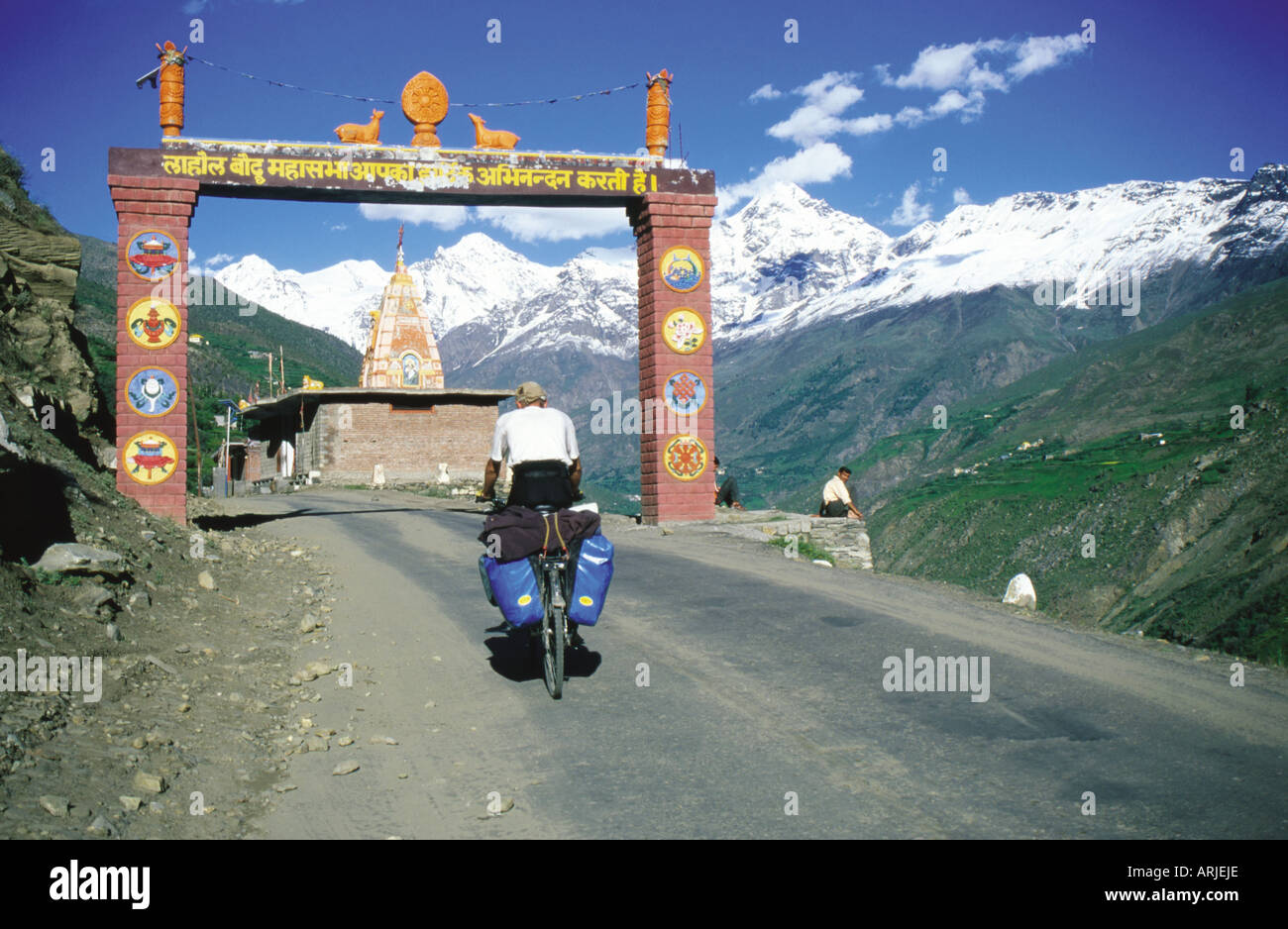 Cyclist entering Keylong town welcome gate in India - Stock Image