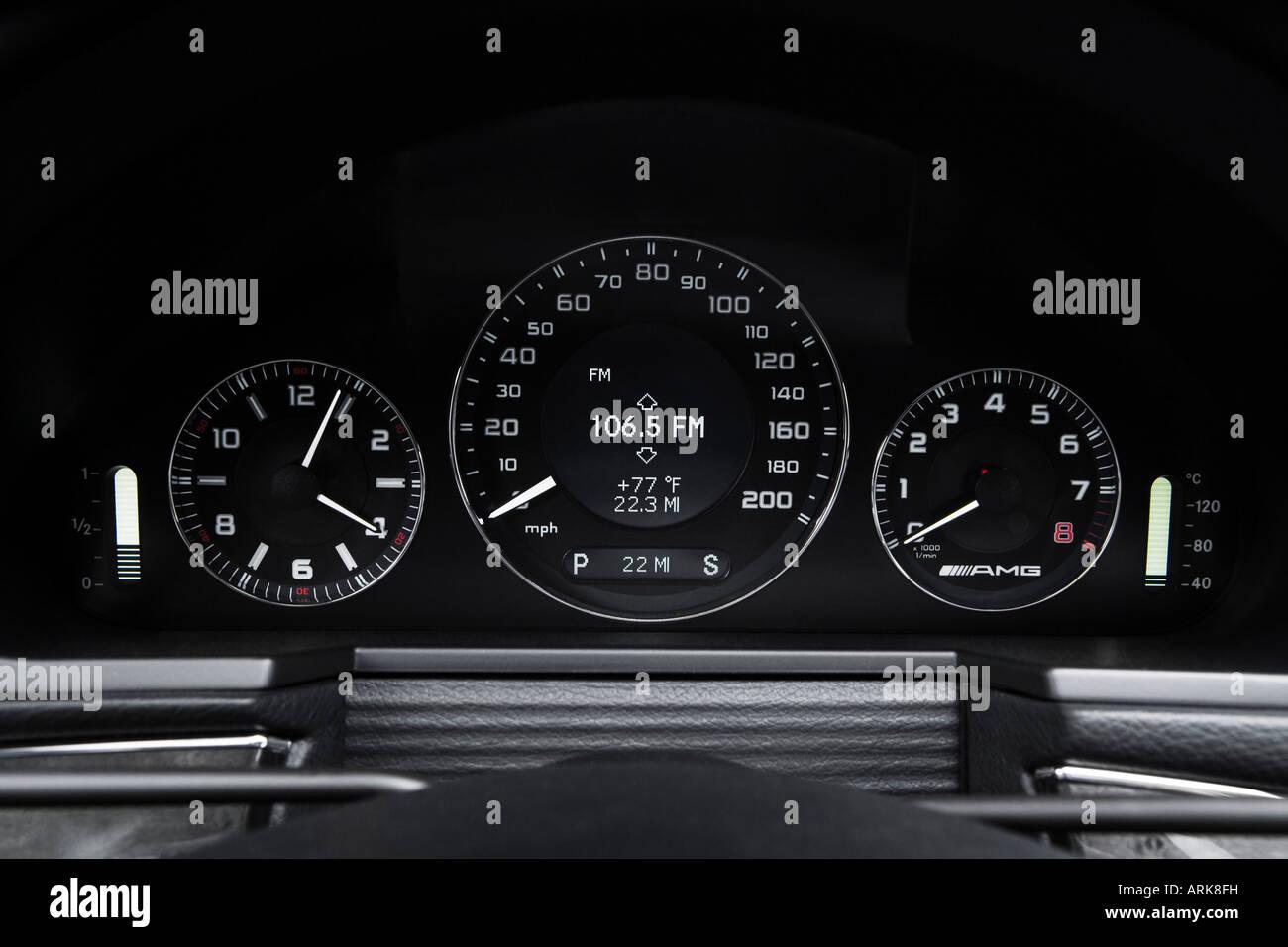 Mercedes-Benz E-Class: Tachometer