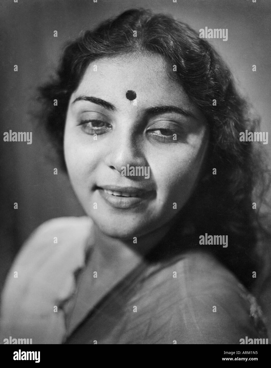 VRB101418 Indian woman Kamla Kotnis in saree and bindi on forehead India 1940s - Stock Image