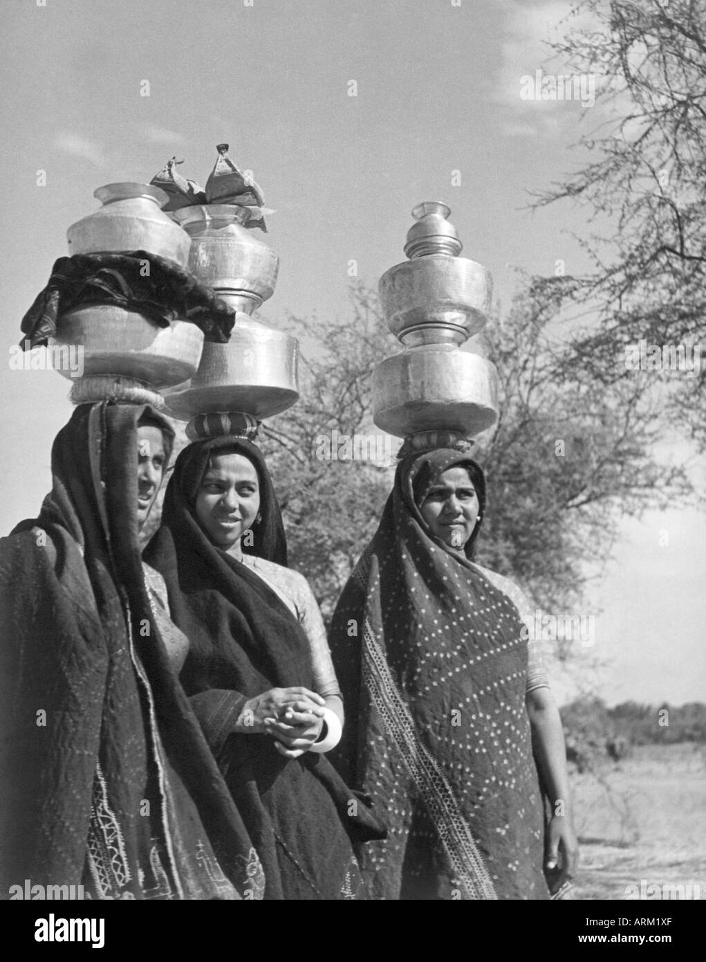 VRB101459 Indian women milk maids Ahmedabad Gujarat India 1940 s - Stock Image