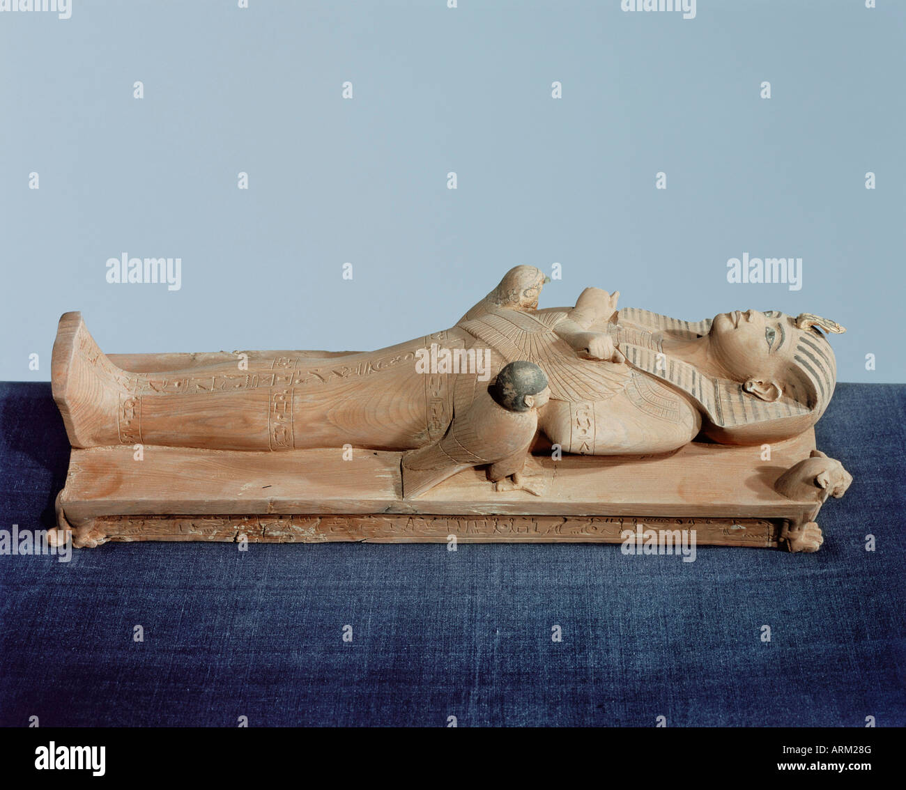 Image of the king's mummy on its funeral bed flanked by the king's two souls, from the tomb of the pharoah - Stock Image