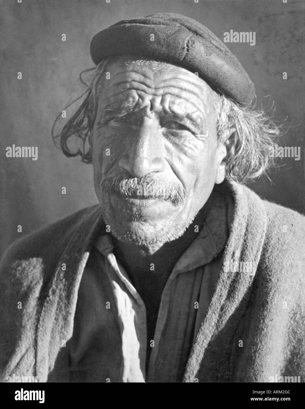 VRB101474 Portrait of Indian rural man from Jannsar Bhabar India 1940s Stock Photo