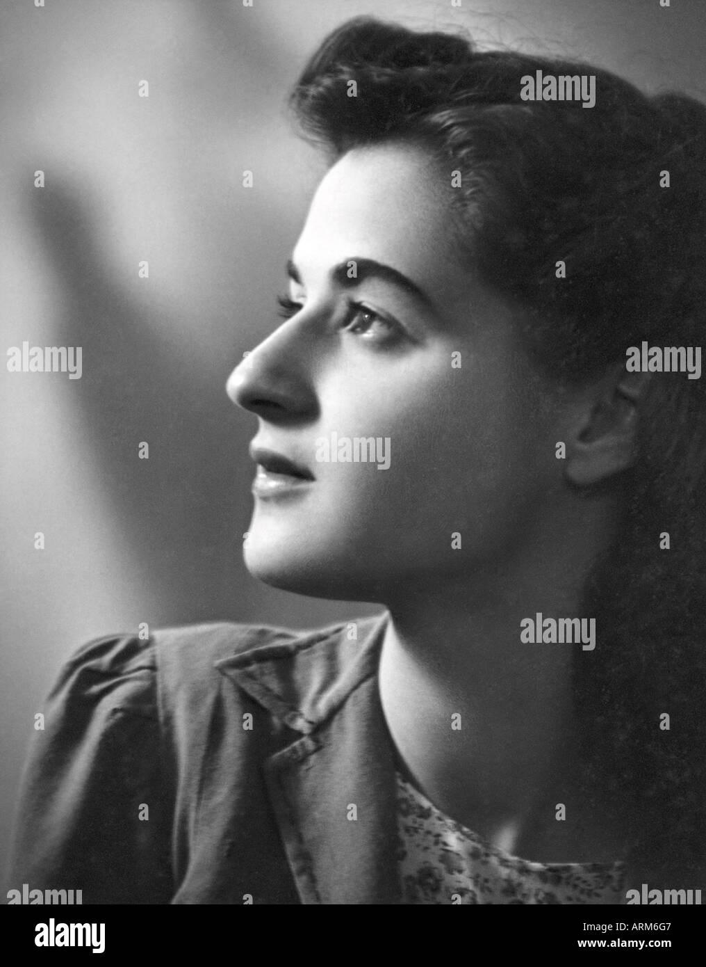 VRB101278 British girl portrait in studio Kulri Mussorie Uttar Pradesh India 1940 s Stock Photo