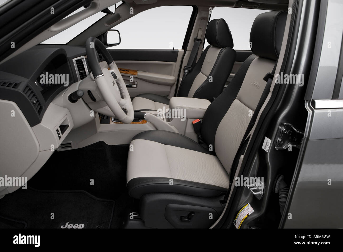 2008 Jeep Grand Cherokee Limited In Gray Front Seats Stock Photo