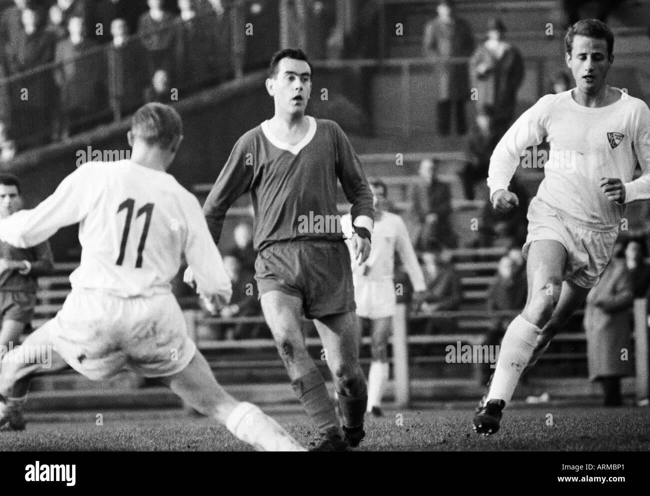 football, Regionalliga West, 1966/1967, VfL Bochum versus Westfalia Herne 1:0, Stadium at the Castroper Strasse in Bochum, scene of the match, f.l.t.r. Hans Grieger (VfL, 11), Guenter Graetsch (Herne), Guenther Gross (VfL) - Stock Image