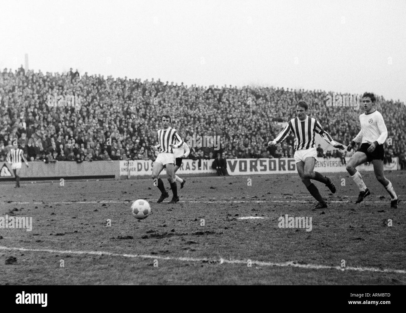 football, friendly game, 1967, Stadium an der Hafenstrasse in Essen, Rot-Weiss Essen versus 1. FC Cologne 0:2, scene of the match, f.l.t.r. Heinz Simmet (Koeln), Karl Heinz Thielen (Koeln), an Essen player - Stock Image