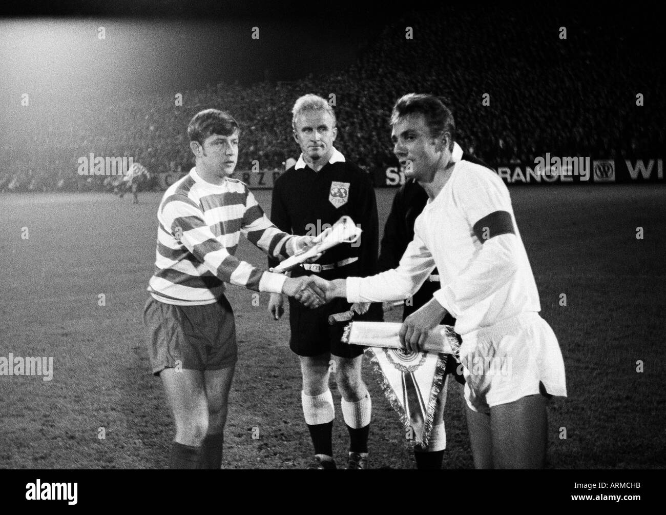 football, European Cup Winners Cup, first qualifying round, return leg, 1969/1970, FC Schalke 04 versus Shamrock Rovers 3:0, Glueckaufkampfbahn Stadium in Gelsenkirchen, welcome and toss-up, in the middle a referee assistant and referee Kazakov (Soviet Un - Stock Image