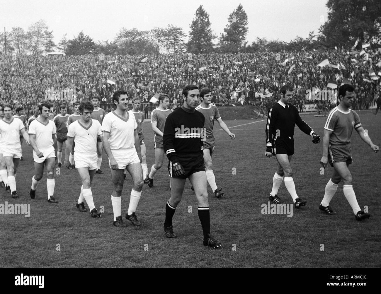 football, Regionalliga 1969/1970, promotion match to the Bundesliga 1970/1971, VfL Bochum versus FK Pirmasens 3:1, Stadium an der Castroper Strasse in Bochum, teams come in the stadium, ahead in white jerseys Pirmasens football players f.l.t.r. Dieter Wei - Stock Image